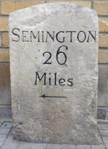 Possibly Swindon's most unlikely listed building © Martin Newman - old canal distance marker