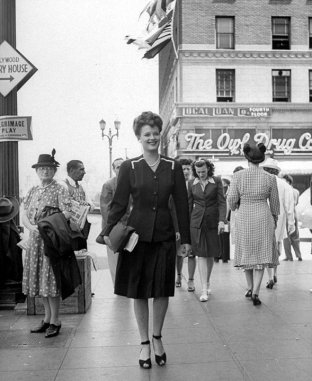 hollywoodvine194401