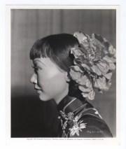 anna-may-wong-huge-poppies-1939