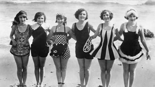 Daily Life on the Beach from the 1920s (9)