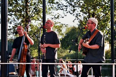 09: In Regents Park, August 2004, © Alex Mankowitz