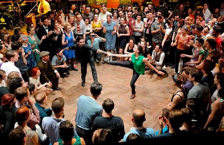 The Benefits of Belonging to a Dancing Community