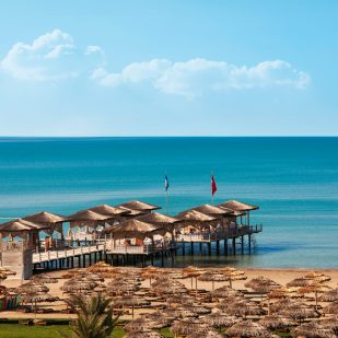 Golfreisen Belek - Maxx Royal Belek Golf & Spa. Neues 2011 eröffnetes All-Inklusive-Luxus-Hotel mit hoteleigenem Golfplatz Montgomerie Maxx Royal. Hier werden auch anspruchsvolle Gäste sich wohlfühlen. Direkt am Sandstrand und gegenüber des Golfplatzes gelegen.