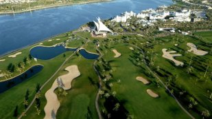 Golfreisen Dubai - Park Hyatt Dubai. Das 5 Sterne Hotel Park Hyatt Hotel Dubai, ein kleines Juwel, liegt direkt am Dubai Creek Yachthafen. Ein Ruhepol mitten im lebhaften und quirligen Dubai, umrahmt von den Fairways des Dubai Creek Golf &Yachtclub. Arabische Moderne trifft auf maurische Eleganz, gelassen, entspannend und gehaltvoll.