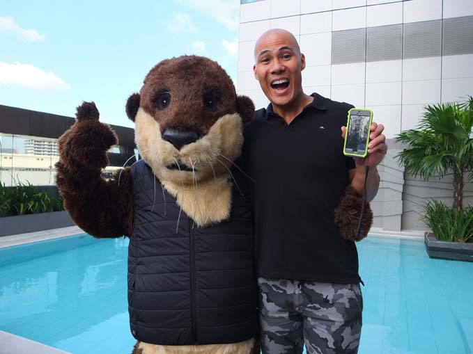 Rovilson Fernandez with OtterBox mascot
