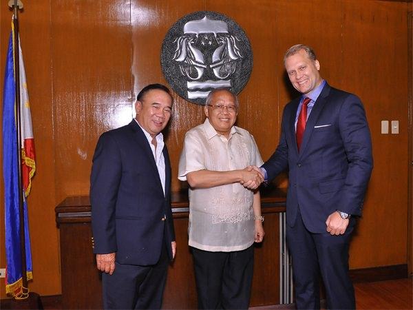 Philam Life CEOs visits Insurance Commissioner
