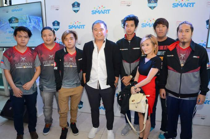 ESL One Manila_Digital5 Head Chot Reyes with Team Mineski.Sports5, the PH representative to ESL One Manila 2016.