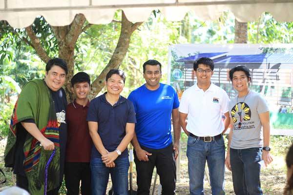 Harnin Manalaysay (mentor), Kesz Valdez (founder,Championing Community Children), Engr.Roel Solis(Owner,Nikos Hazon),Subra Ramakrishnan ( QBE Head of Strategy and Portfolio Management),Engr.Elmer Paguirigan (donor,solar pannels), Efren Peñaflorida (DTC Founder) Poses before the dedication ceremony of the place
