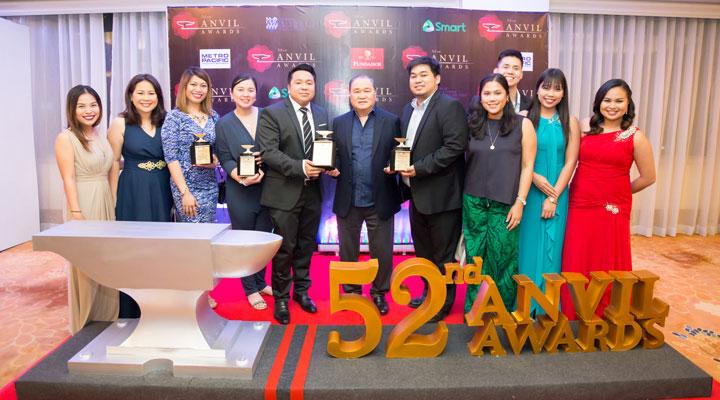 The-PLDT-Home-team-with-PLDT-Chairman-Manny-V.-Pangilinan-(center)