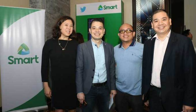 Twitter's head of sales for Southeast Asia Tina Pang and head of business development for Southeast Asia and Australia Dwi Adriansah pose for photos with Smart Communications' senior manager for digital platforms and product development Paul Pajo and vice president for digital products and partnerships Harvey Libarnes during the launch of Twitter Lite in the country in partnership with Philippine telecommunication providers.