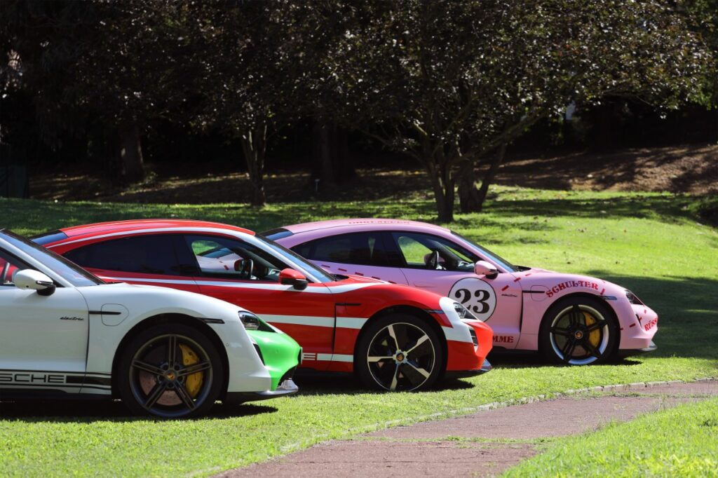 Porsche Taycan l'elettrica con le livree del motorsport