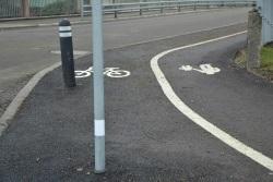 Stolpe i cykelbana