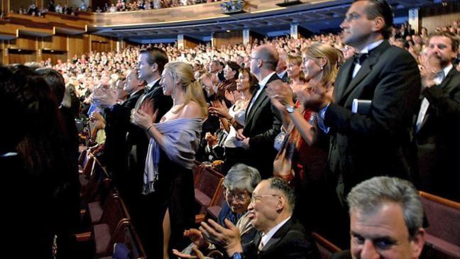 Im Konzertsaal: Fängt einer an zu klatschen, machen die anderen meist mit.