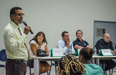 Frantz Gumbs, proviseur adjoint du LPO en introduction de la conférence
