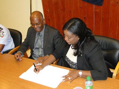 Ministers signing M.O.U.
