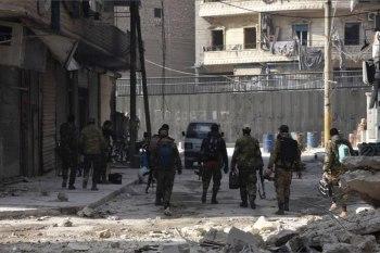 """حادثة فوضى حصلت بين أهالي حي الأعظمية بمدينة حلب، حيث قام عناصر """"الشبيحة"""" بالاعتداء على شاب وضربه بشكل مبرح"""