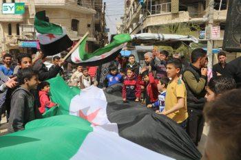 """مظاهرات مناهضة لـ """"تحرير الشام"""" في مدينة معرة النعمان بريف إدلب"""