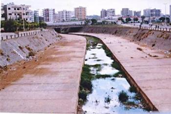 مياه الصرف الصحي وتراكم الأوساخ