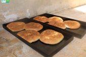 """تعرف على طريقة صناعة """"المعروك"""" أو خبز رمضان"""
