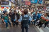 اللاجئون يهددون أوروبا ولا مشكلة مع مجرمي الحرب!