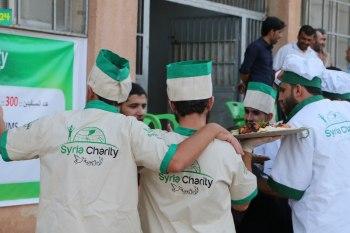 """مأدبة إفطار تجمع السوريين من أغلب المحافظات في بلدة """"كفرسجنة"""" بإدلب"""