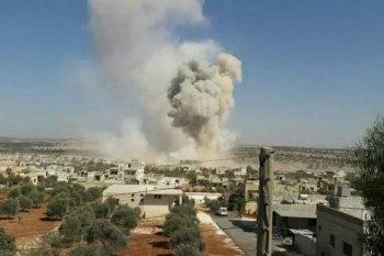 مروحي النظام يلقي براميل متفجرة على بلدة التمانعة بريف إدلب