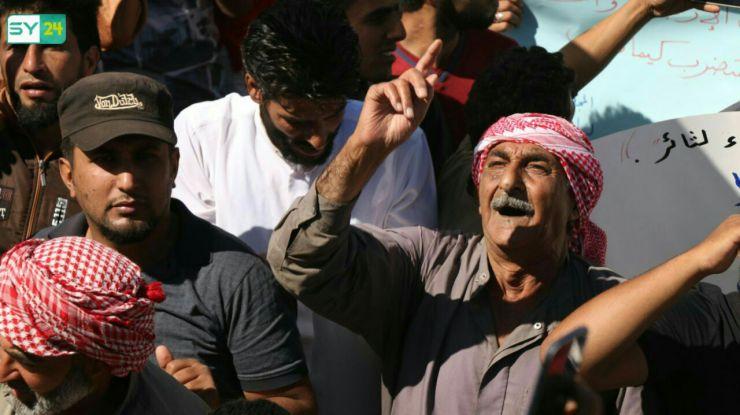 """صغار وشباب ومسنون في مظاهرات ريف حماة.. """"لسنا إرهابيون"""""""