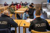 لماذا بدأت ألمانيا بفحص هواتف طالبي اللجوء؟