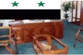 بعد عزله من منصبه.. مسؤول سوري يحطم مكتبه!