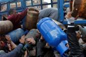 """""""حرب الغاز"""" توقع جرحى في طوابير أزمة الغاز في اللاذقية"""