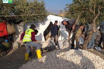 """1500 عائلة نازحة تستفيد من """"مشروع العزل"""" في ريف إدلب الغربي"""