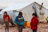 نازحو المخيمات العشوائية في ريف حلب يعانون ظروفاً مأساوية خلال الشتاء
