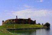 قلعة جعبر.. موقع أثري على ضفة الفرات يقصدها أهالي الرقة للاستمتاع بجمال موقعها