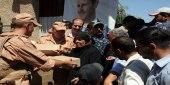 النظام يُجبر الجمعيات الإغاثية على تحويل مساعداتها لعناصر ميليشياته