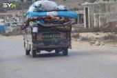 قصف مكثف للنظام وروسيا على إدلب وحلب.. ونزوح المزيد من السكان باتجاه الحدود