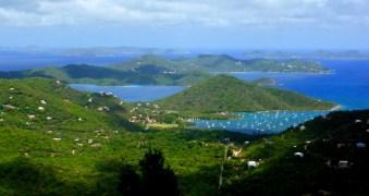 Coral Bay, St. John. Im Hintergrund Norman, Peter und Cooper Island (BVI)