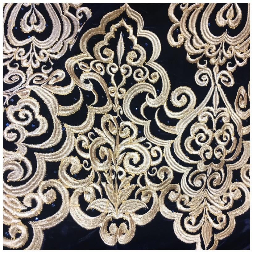 tissu velours brode or sur fond noir au metre en grande largeur pour vetements customisations decorations ameublements