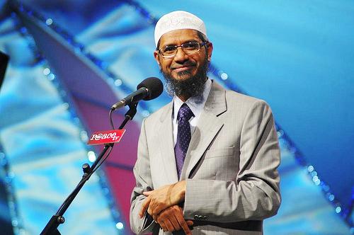 (Video) Dr. Zakir Menjawab Pertanyaan Sulit Seorang Atheis Dengan Bagus