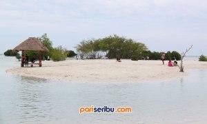 Undukan di Pantai Pasir Perawan