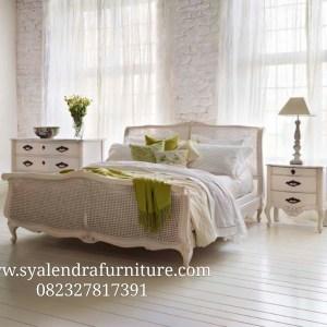 Tempat Tidur Sandaran Rotan Duco Klasik
