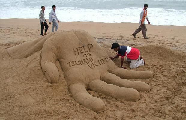 Help the tsunami victims. Beautiful art work on sand