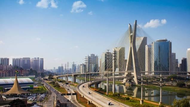 Cidade de São Paulo. Ponte Estaiada