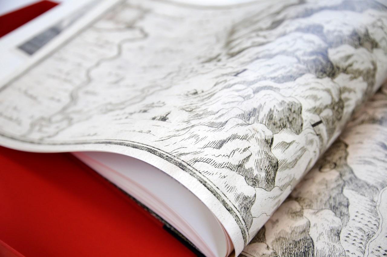 SYL apuesta por el patrimonio artistico de Cataluna con la obra Vistes de Catalunya Imatges duna nacio libros grandes dimensiones obra encuadernada en tela con estampados dorados y encajada en un estuche
