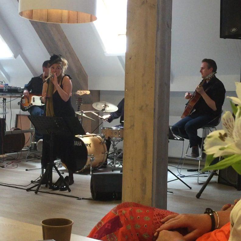 Jutterspad: Sylvia zingt nummers van Billie Holiday