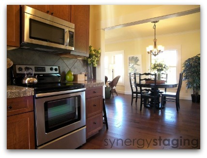 Dining Room staged by Synergy Staging in Portland