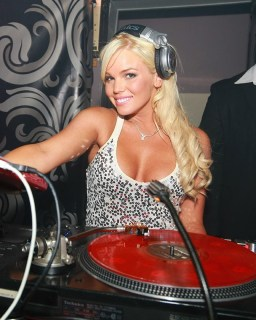 worlds-sexiest-dj-playbpy-playmate-colleen-shannon-dj