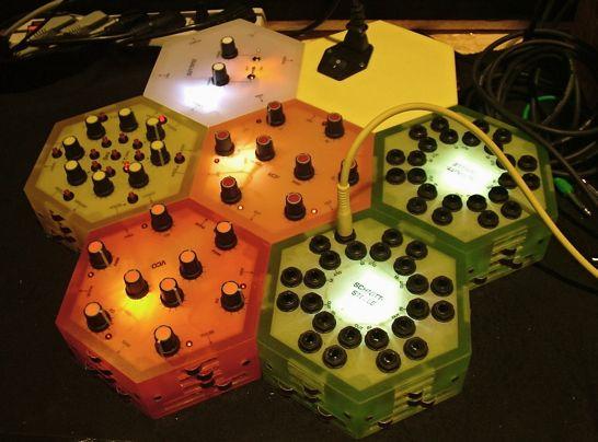 musikmesse-2009-klangwabe-modular-synthesizer