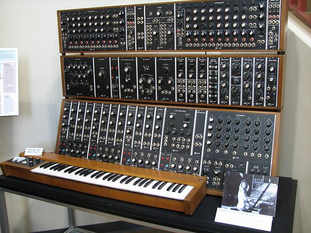 Moog Modular Synthesizer : a short history of the moog synthesizer synthtopia ~ Vivirlamusica.com Haus und Dekorationen