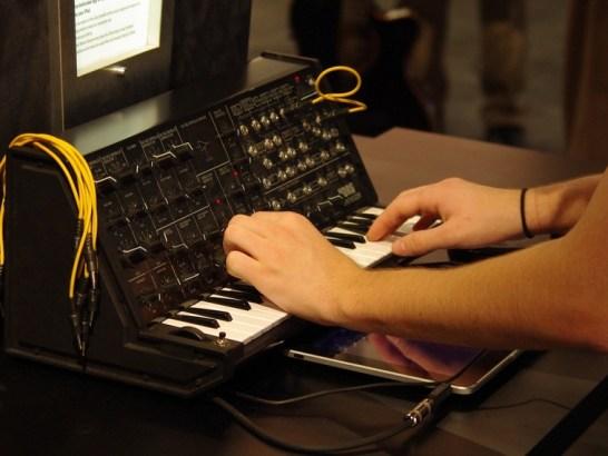 ipad korg ims-20 synthesizer