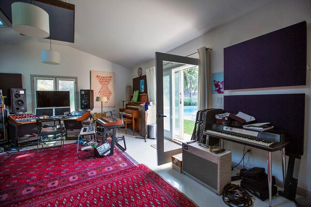 LACurbed_Fender_Rhodes_Home_Studio